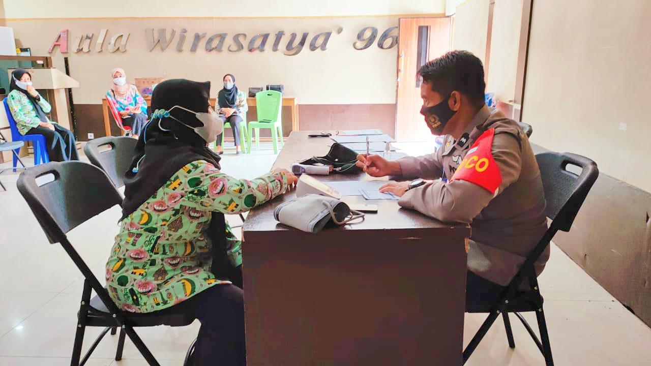 Polresta Mamuju Gelar Vaksinasi Bagi Lansia dan Purnawirawan