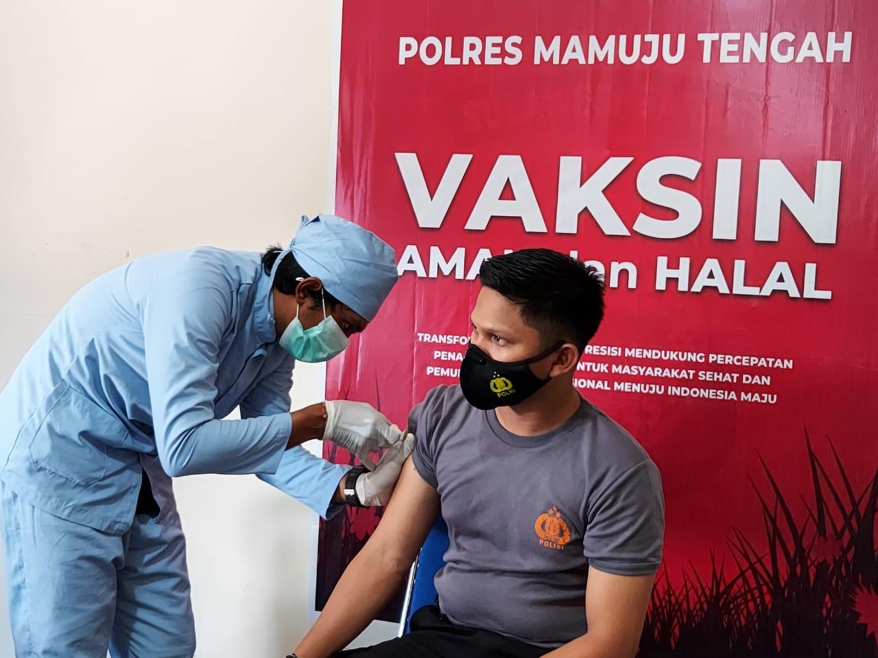 Polres Mamuju Tengah Gelar Vaksinasi Massal Serentak di Seluruh Indonesia
