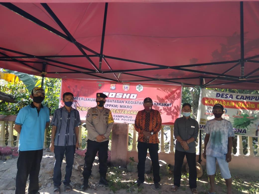 Bhabinkamtibmas Desa Campurjo Bersama Warga Binaan Membuat Posko PPKM Mikro.