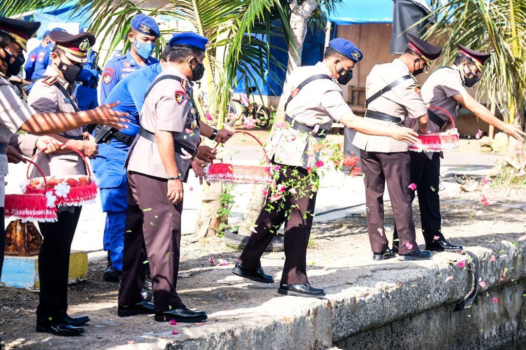 Tabur Bunga Warnai Peringatan Hari Bhayangkara ke-75