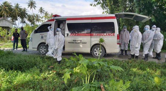 Polres Pasangkayu Pam Penguburan Pasien Covid-19 Di TPU Labuang.