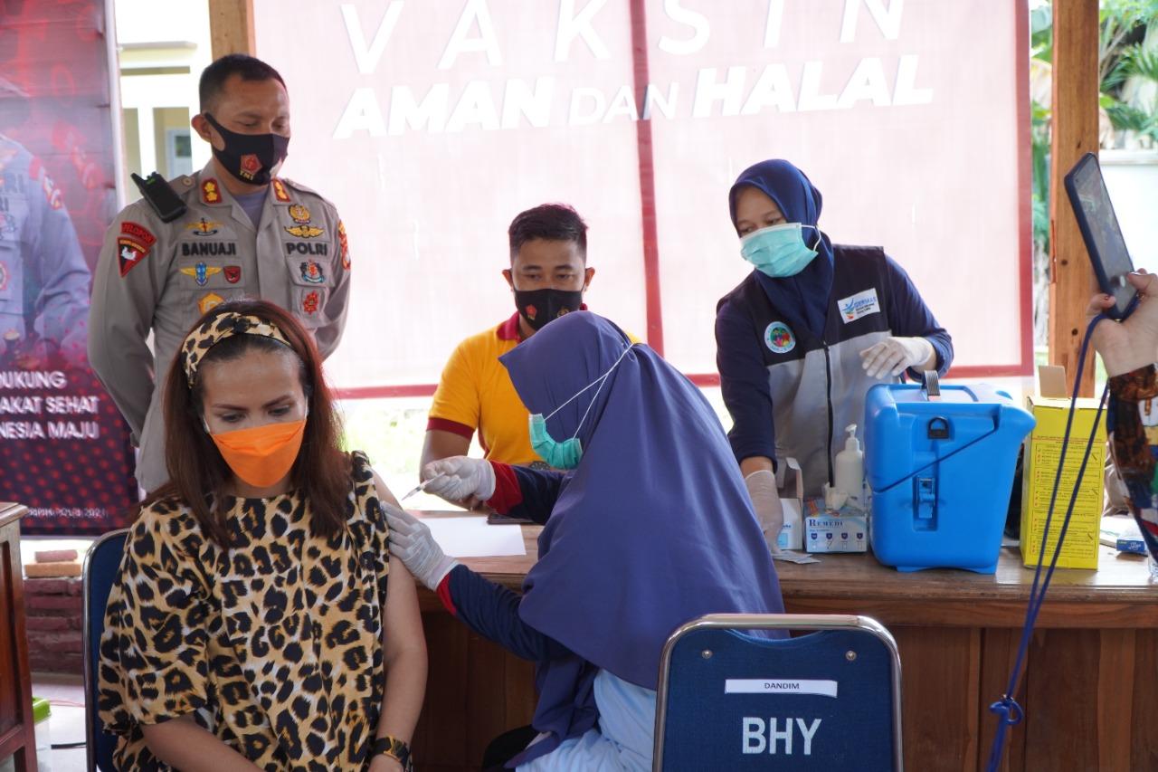 Gerai Vaksin, Polres Majene Terus Dukung Percepatan Penanganan Virus