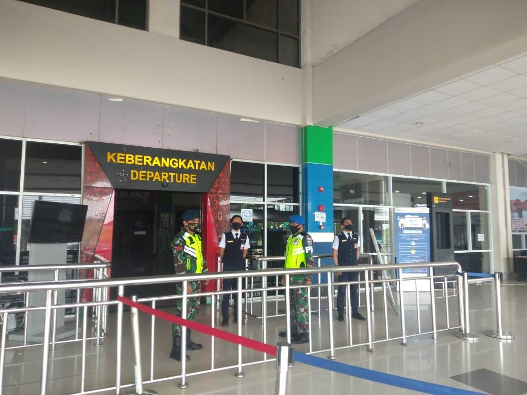 Pengamanan Bandara oleh 'Tentara Langit' Lanud Sam Ratulangi Manado