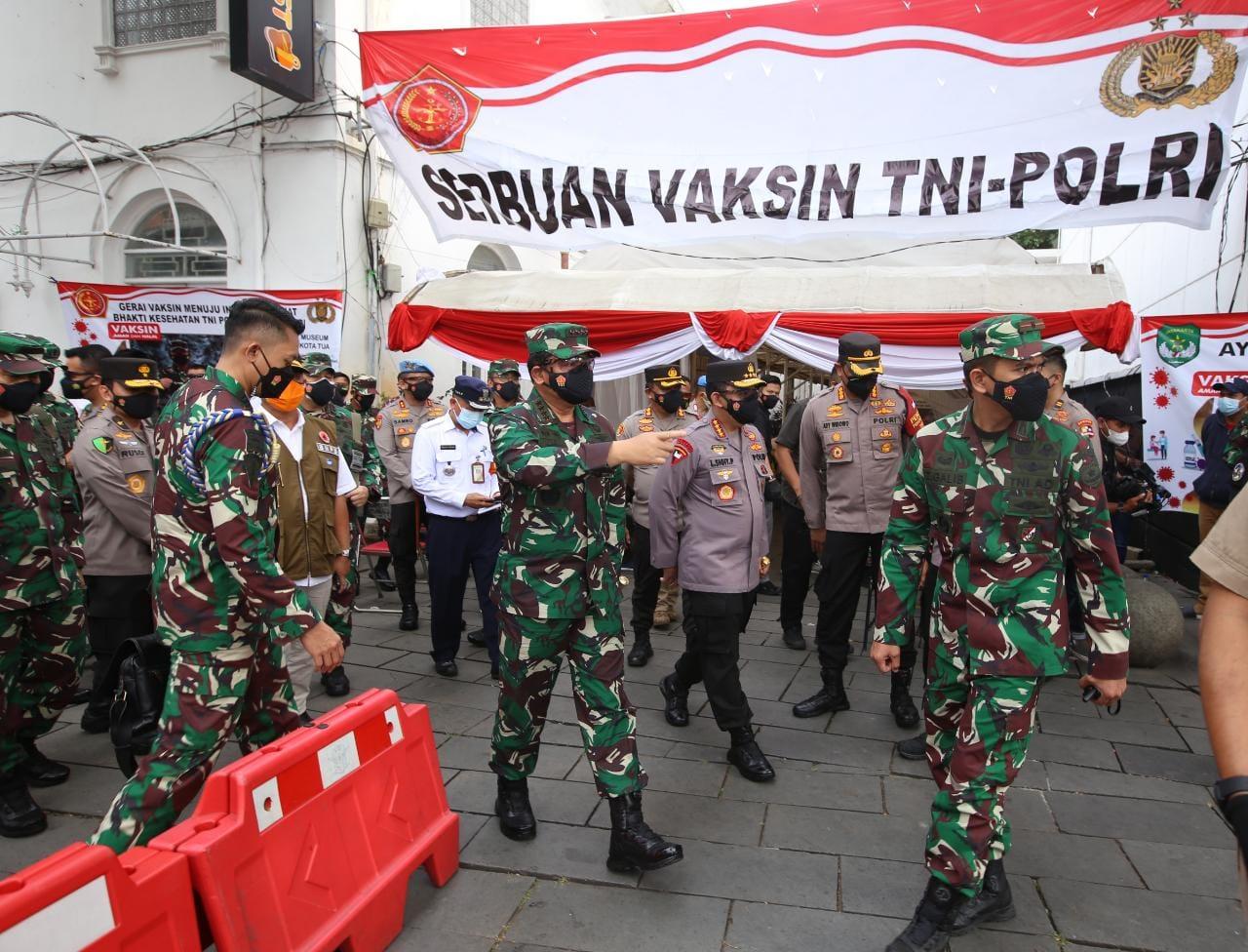 Gelar Vaksinasi Massal di Kota Tua, TNI-Polri Targetkan 2.000 Orang per Hari
