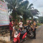 Bhabinkamtibmas Desa Malei Bagi Masker Dan Ajak Warga Datang Vaksinasi.