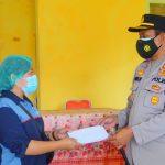 Kapolres Mamasa Bagikan Sembako Ke Warga Kecamatan Sumarorong