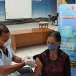 Serbuan Vaksinasi di RS TNI AU Sam Ratulangi, Ramah Bagi Opa dan Oma