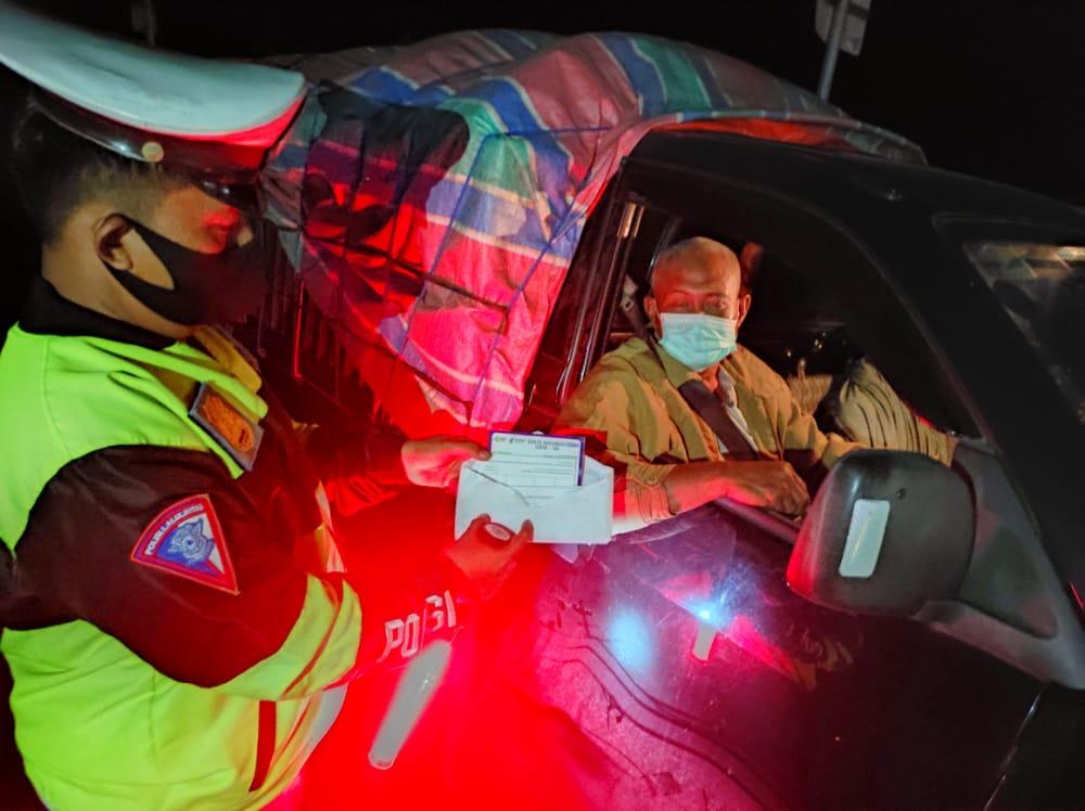 Personel Gabungan Giat Penyekatan PPKM Mikro Level 3 Di Perbatasan
