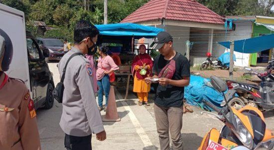 Bhabinkamtibmas Polsek Mambi Patroli di Pasar Tradisional