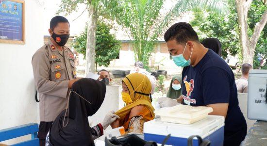 Genjot Herd Immunity, Polres Mamuju Tengah Gencar Lakukan Vaksinasi Covid-19
